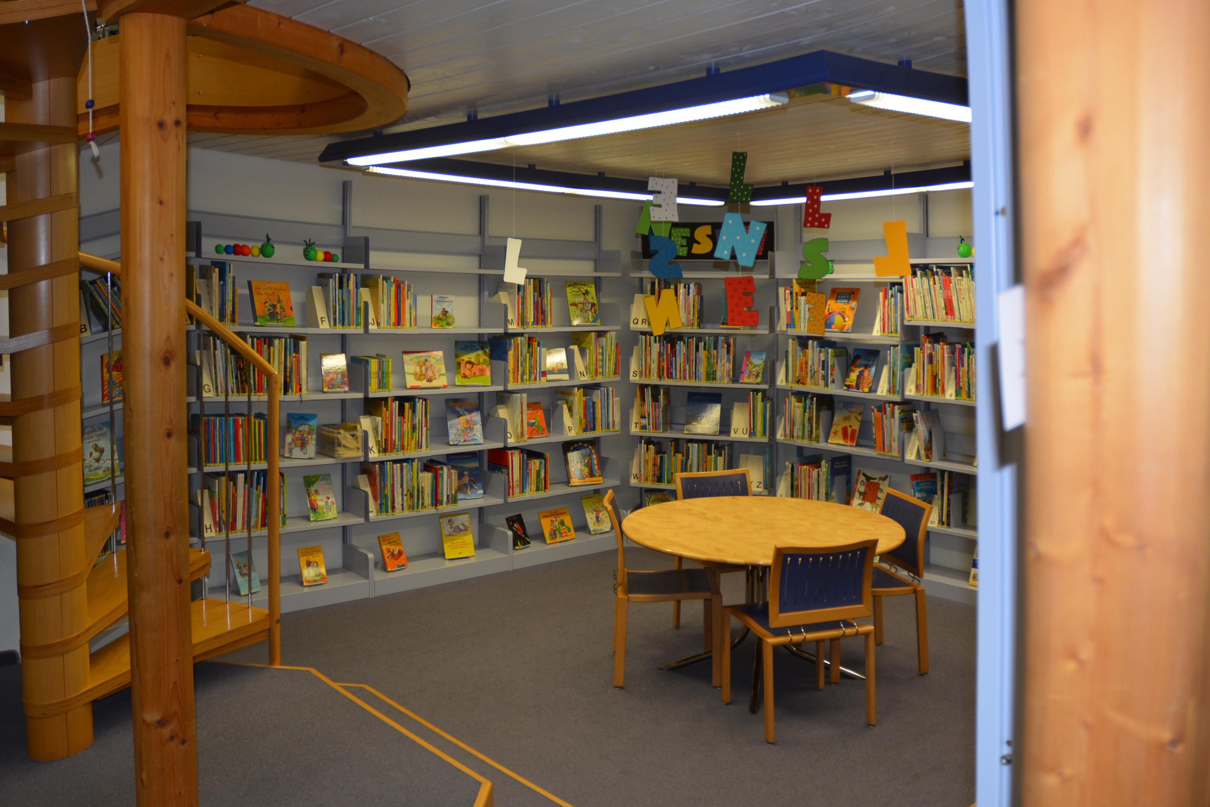 Umbau Bibliothek Schulbibliothek Kaltbrunn Bücher Lesen Planung Ronner Architektur Bauleitung Kinder Umbau alt altmodisch